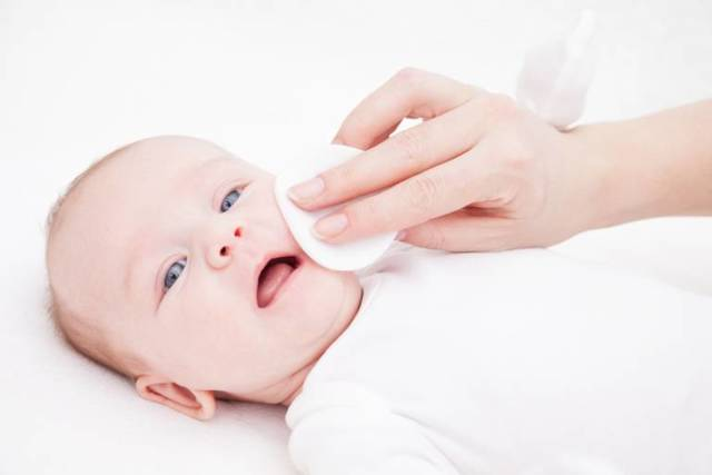 Почему у ребенка шелушится кожа — основные причины шелушения