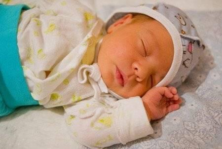 Желтые белки глаз у новорожденного – норма или отклонение?