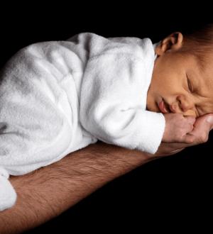 Почему новорожденный ребенок срыгивает смесь и грудное молоко после кормления фонтаном + топ-5 советов