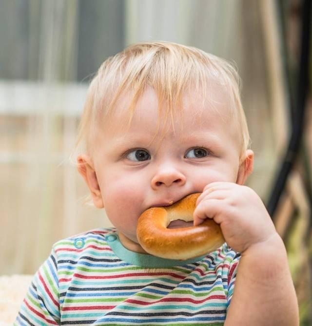 С какого возраста можно давать хлеб?