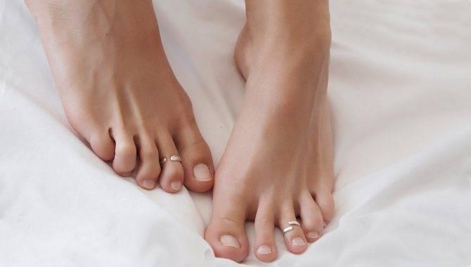 Почему облазит кожа на пальцах ног у ребенка