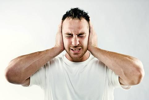 Почему у ребенка болят уши при простуде (на фоне насморка и кашля)