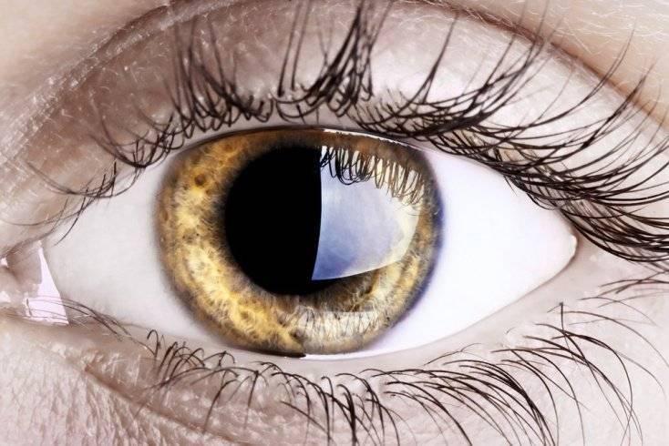 Почему один глаз меньше другого
