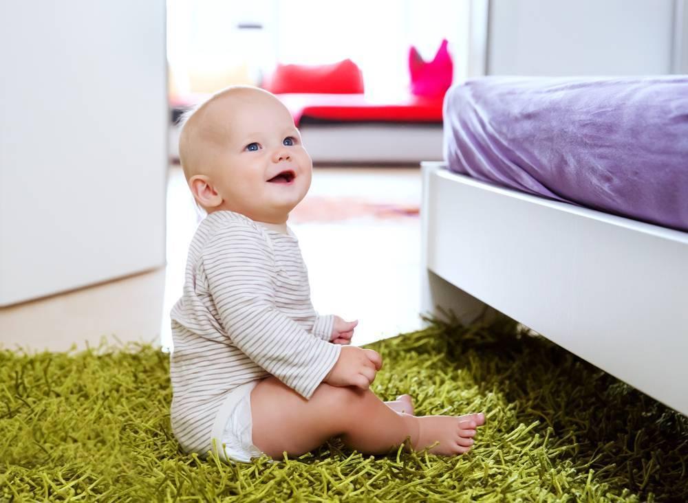 Развитие мальчиков и девочек в 4 месяца, или что должен уметь делать ребенок
