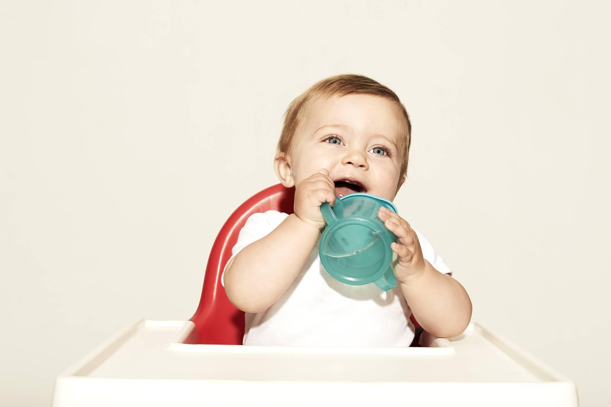 Давать или нет воду грудничку?