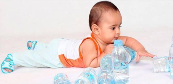 С какого возраста можно давать ребенку пить воду при грудном вскармливании
