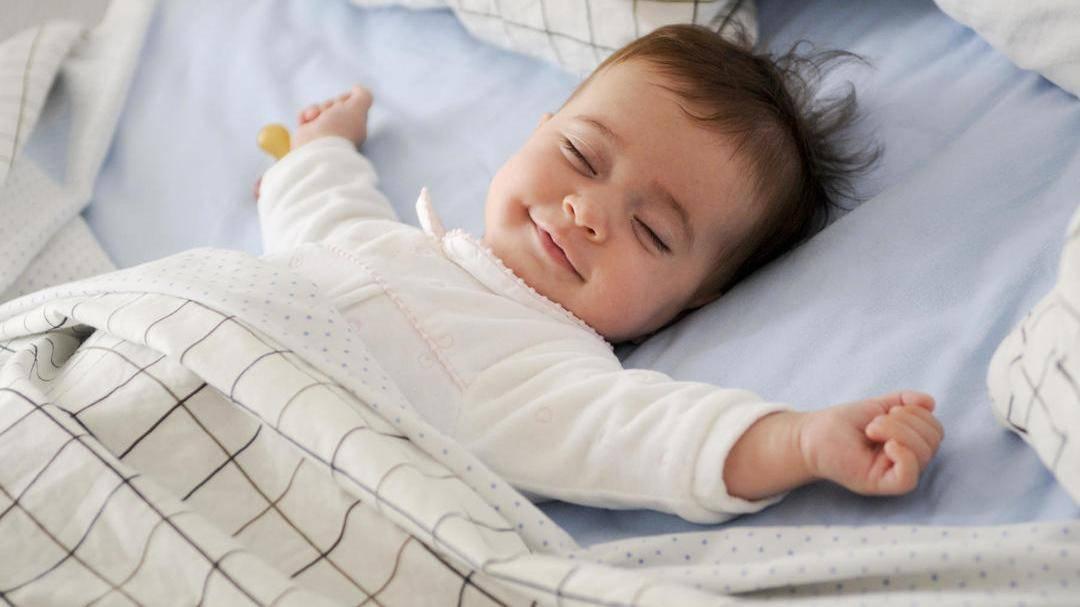 Какие позы для сна безопасны при беременности? можно ли будущей маме лежать на спине и когда нельзя?
