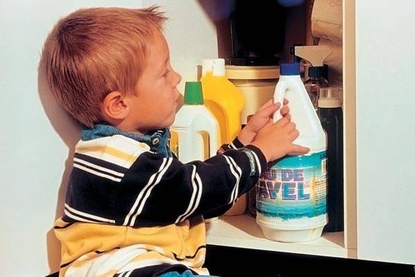 Чем помазать ожог в домашних условиях ребенку, первая помощь при ожогах кипятком для детей