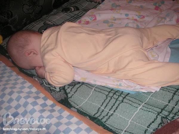 Ребенок в 3 месяца не переворачивается на бок