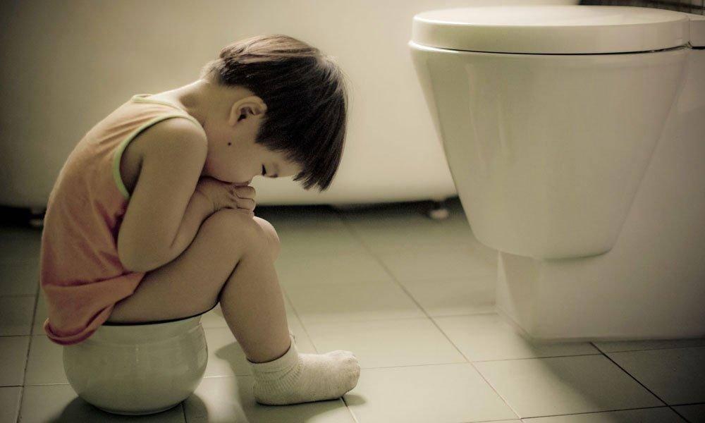 Как быстро помочь ребенку при запоре: что делать в домашних условиях?