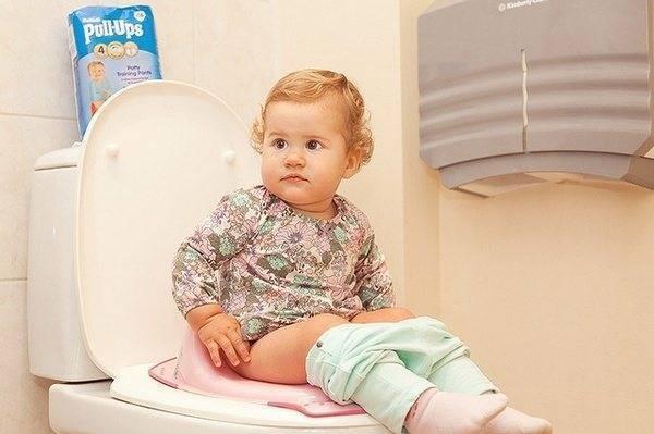 Слизь и кислый запах кала новорожденного: причины
