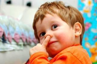 Частый симптом: почему у новорожденного ребенка не дышит носик и что с этим делать?
