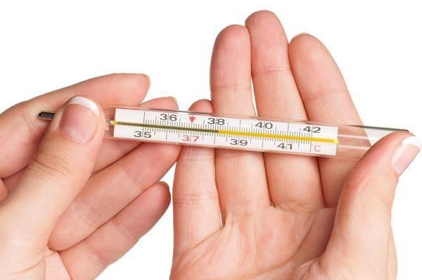Как правильно измерить температуру грудничку и как выбрать градусник