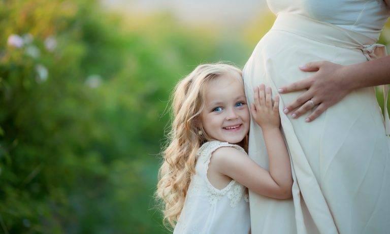 Почему ребенок икает в животе?