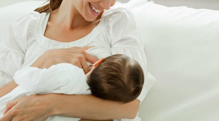Колики у новорожденного при грудном и искусственном вскармливании