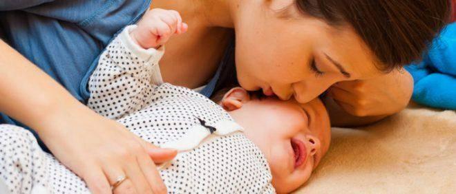 Крохотный капризулик: почему месячный ребенок постоянно плачет и что с эти делать?