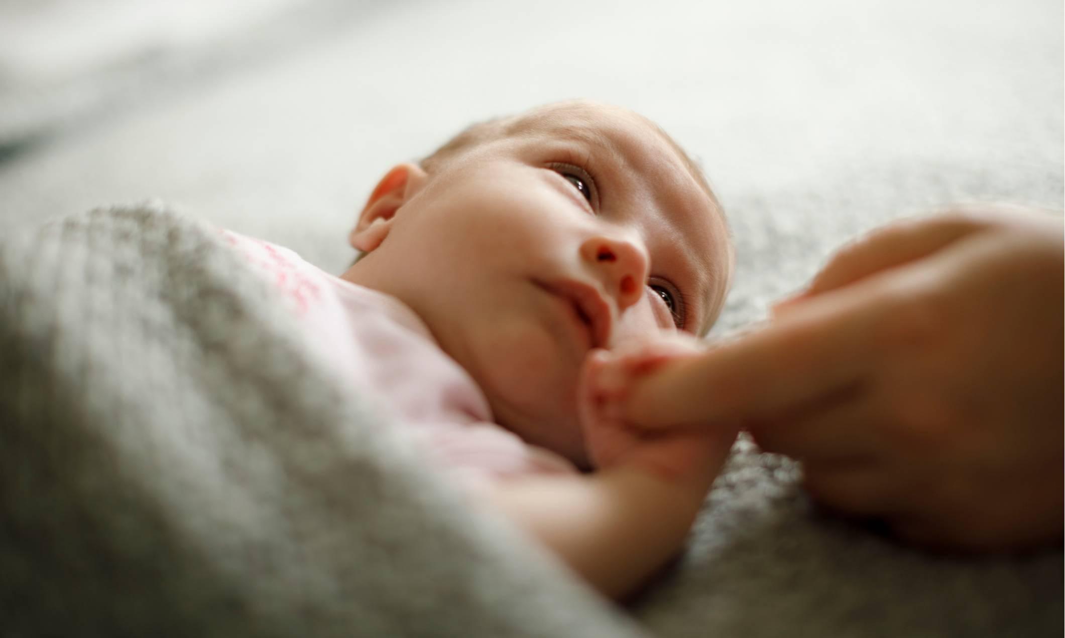 Икота у младенцев после кормления, как бороться?