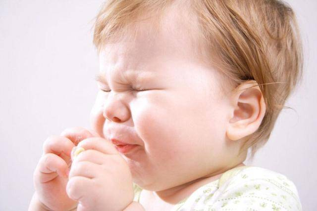Ребёнок засунул в нос