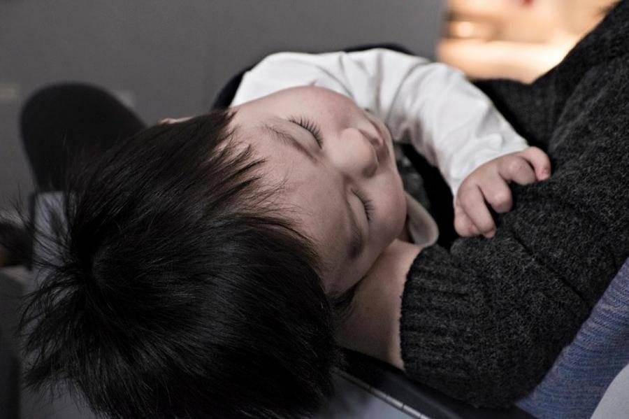 Болит живот у новорожденного ребенка
