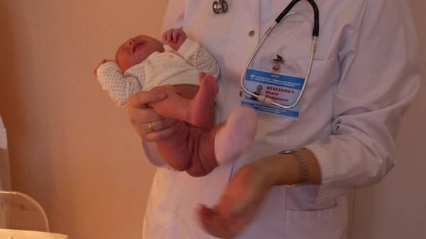Как правильно держать новорожденную девочку при подмывании над раковиной? - как держать новорожденную девочку - запись пользователя мария (ya-maha) в сообществе здоровье новорожденных в категории особенности девочек - babyblog.ru