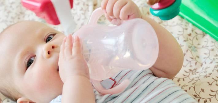 Когда можно и нужно давать воду ребенку при грудном вскармливании