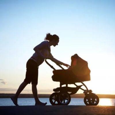 Сколько гулять с новорожденным ребенком на улице — как часто нужно