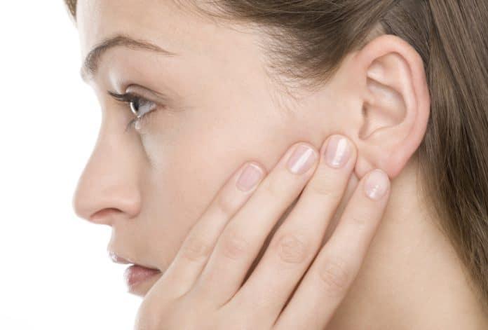 Боль в ушах при простуде: возможные причины и методы лечения