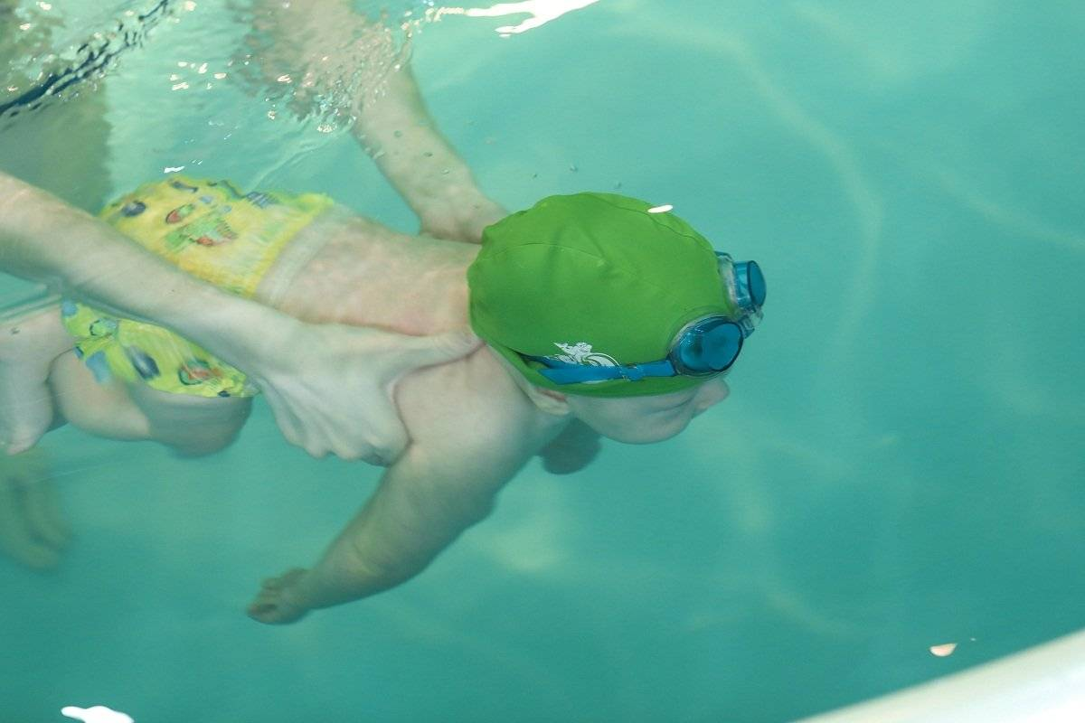 Занятия плаванием с новорожденными и грудничками