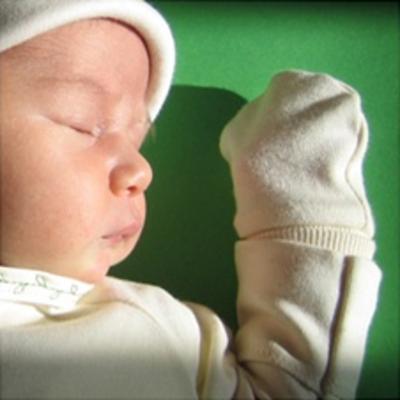 Царапки для новорожденных — до скольки месяцев нужно одевать ребенку
