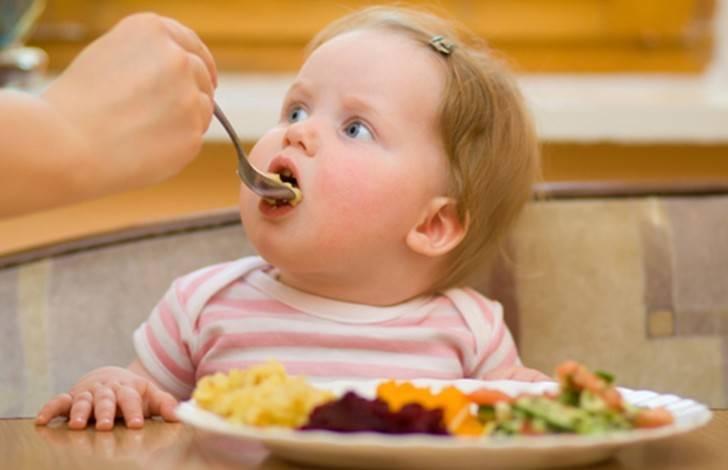 Меню ребенка в 8 месяцев на грудном вскармливании: рацион и таблица прикорма