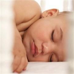 Как легко уложить грудничка спать без укачивания на руках и капризов: советы доктора комаровского