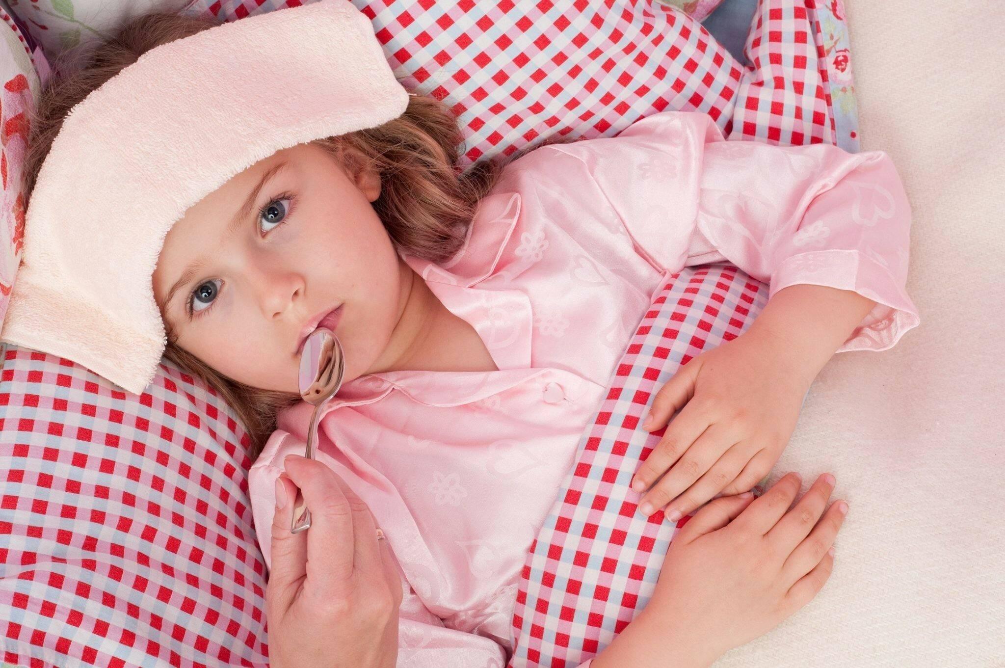 Как сбить температуру у ребенка народными средствами?