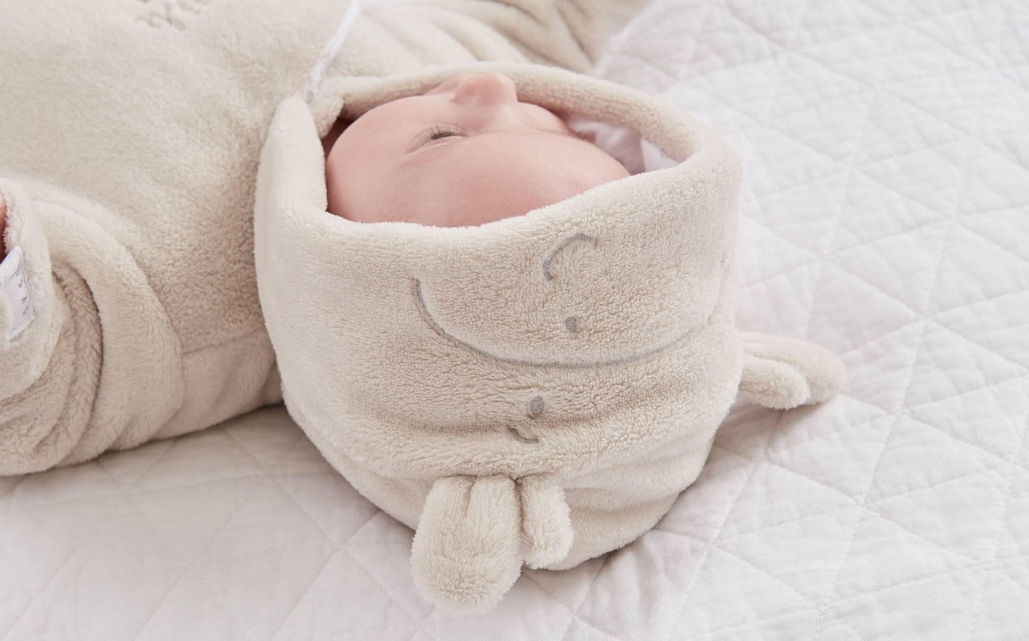Кнопки на одежках для новорожденных