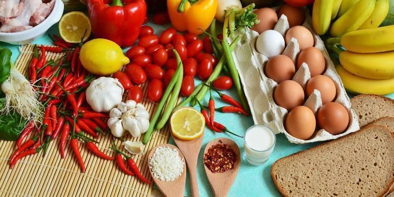 Питание кормящей мамы через 2 месяца после родов: списки продуктов, меню на каждый день