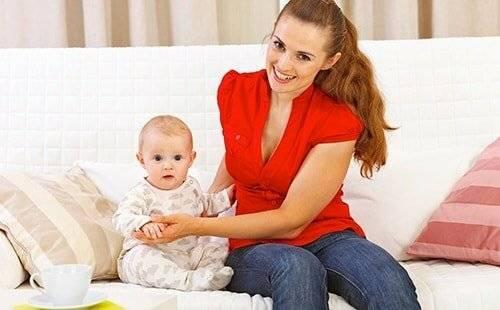 Доктор комаровский: когда ребенок должен сидеть и во сколько месяцев можно присаживать девочек