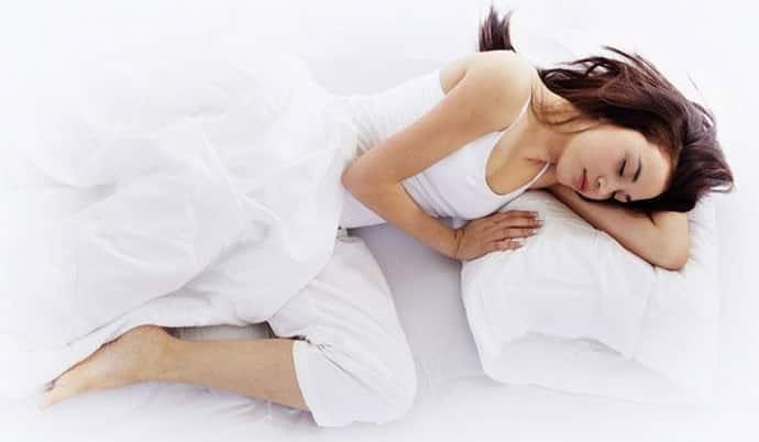 Вздрагивает во сне