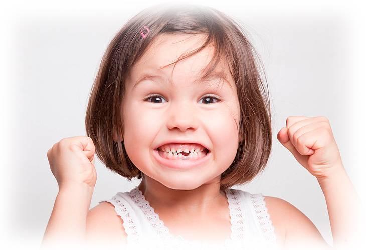 Сколько зубов должно быть у ребенка в 1 год: факторы роста и признаки прорезывания