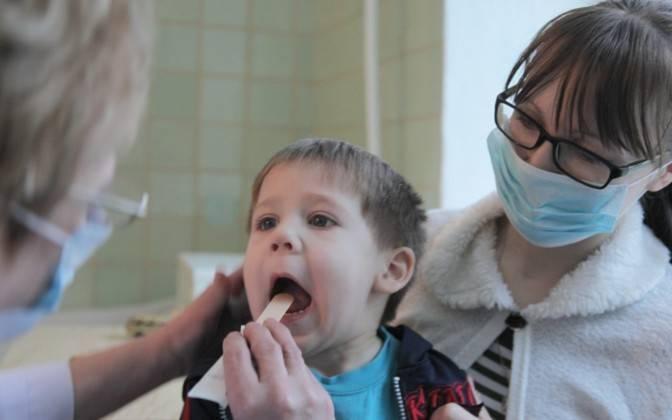 Можно ли гулять с ребенком при кашле — правила прогулок