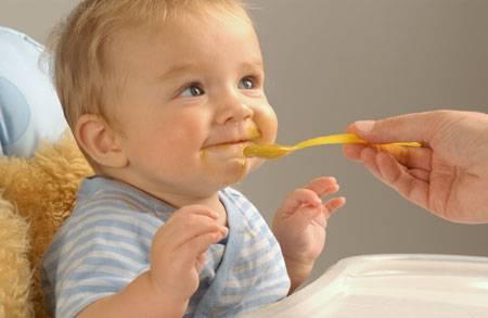Каши для детей: как правильно начинать прикорм