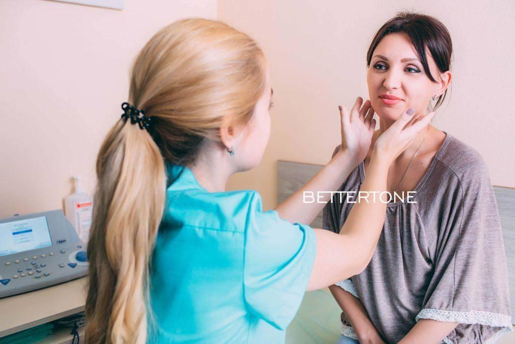Воспаленные лимфоузлы на шее у детей: по каким причинам они могут быть увеличенными и как действовать при наличии этого симптома