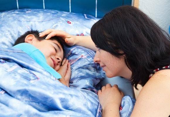 Как приучить ребенка спать всвоей кроватке: преодоление сложностей