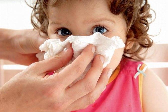 Опасность появления насморка с кровью у ребенка