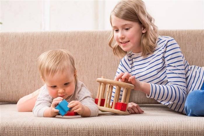 Чем заниматься с ребенком в 9-10 месяцев
