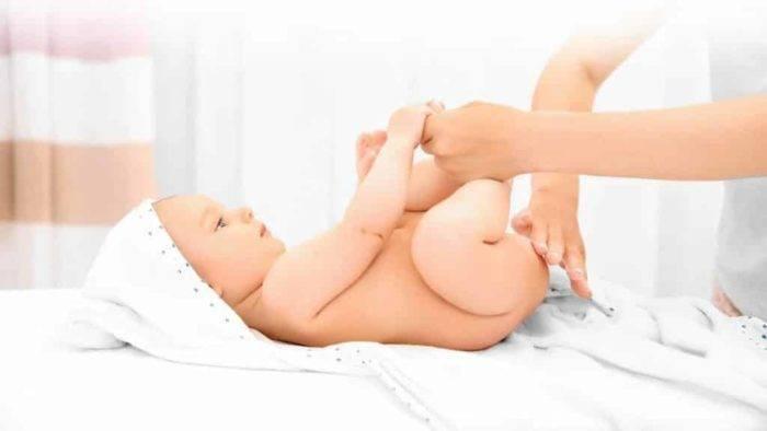 Каким должен быть стул (какашки) ребенка на грудном и искусственном вскармливании? (статья содержит фото!)