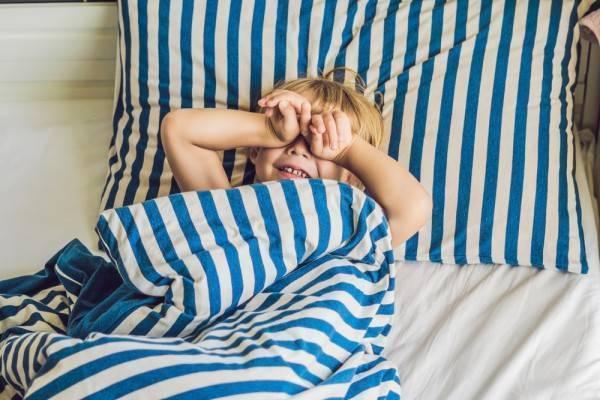 Что делать, если ребенок спит днем всего по 20-30 минут