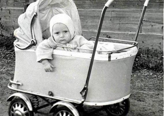 Нужно ли стричь малыша в год налысо?