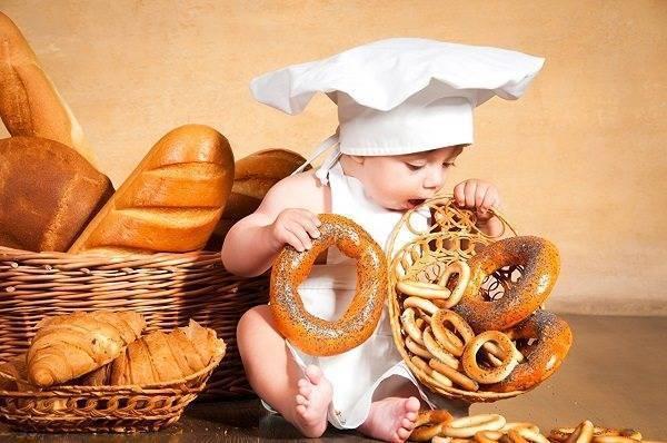 Когда можно давать хлеб ребенку (7 фото): со скольки месяцев давать булку, польза и бывает ли аллергия