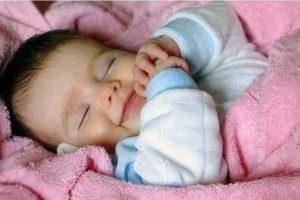 Как успокоить младенца, если он плачет и не спит