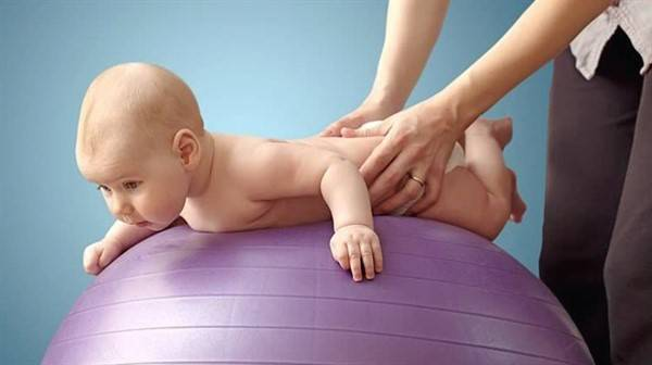 Гимнастика для ребенка в 5 и 6 месяцев: упражнения и зарядка, комплекс для грудничка для ползания