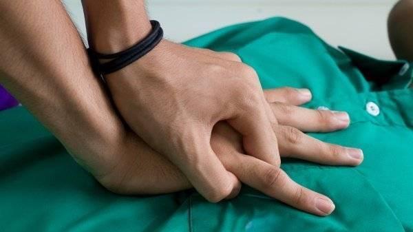 Что делать, если грудничок подавился, захлебывается и задыхается